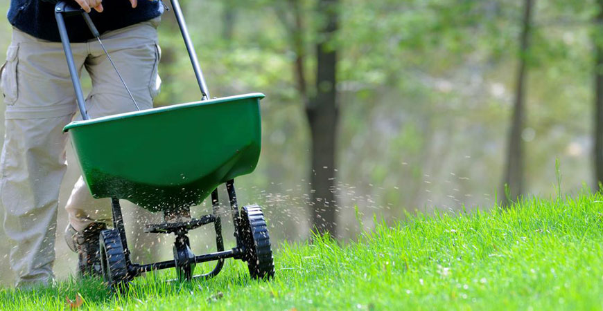 fertilizing & weed control winnipeg